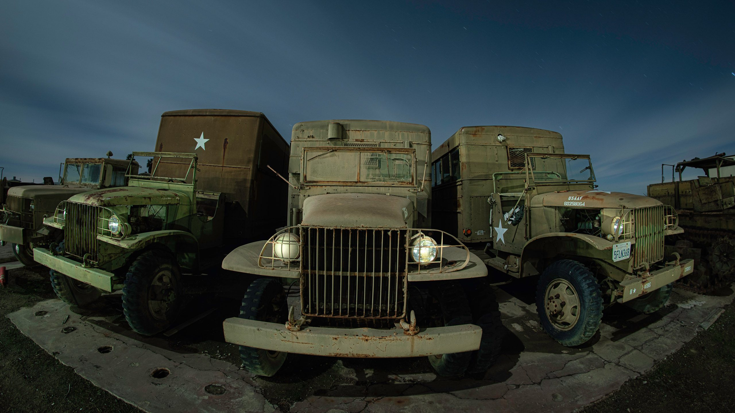 7516_kenlee_eaglefield_201226_1936_3mf8iso200_fisheye_three-military-trucks HEADER PHOTOFOCUS